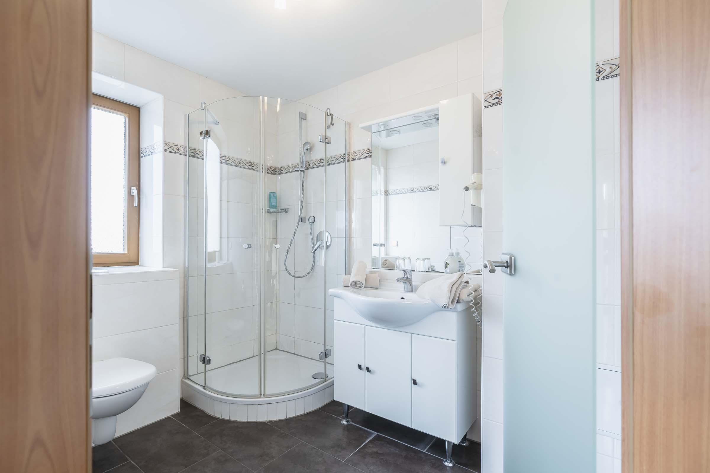 Hotel Haus Am Gries Murnau Double Room Balcony Bathroom